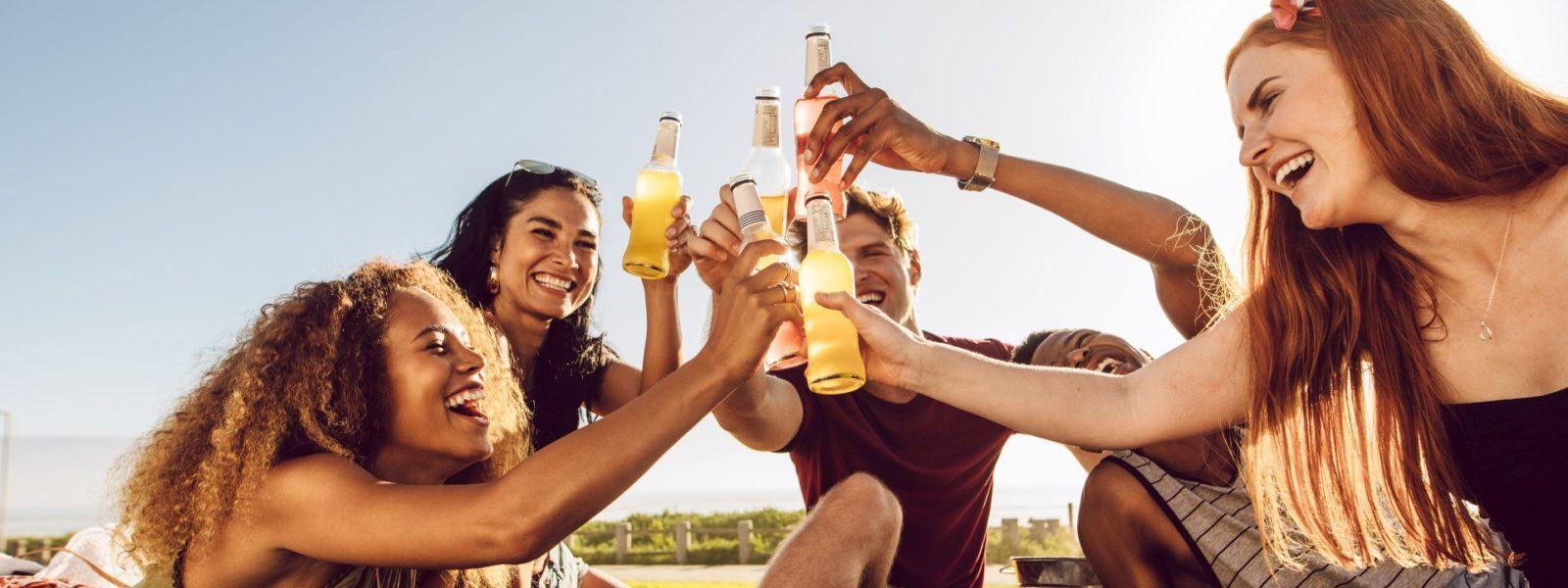 Jak rozsądnie pić alkohol w upalne dni