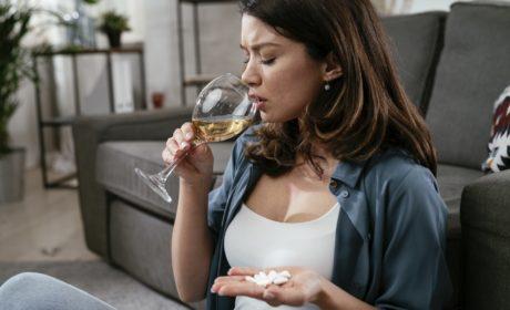 Czy alkohol dobrze wpływa na trawienie?
